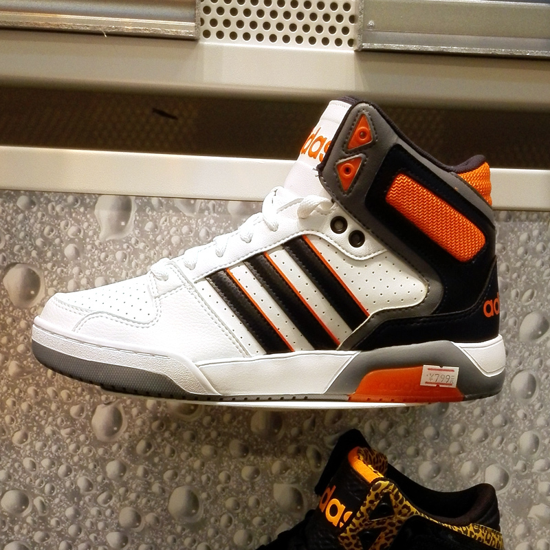 阿迪生活篮球鞋