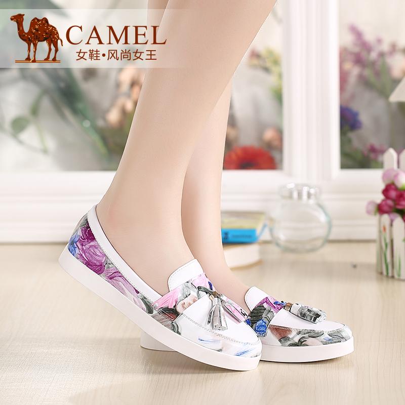 Camel骆驼女鞋 时尚休闲 花牛皮拼接水染牛皮圆头吊穗单鞋