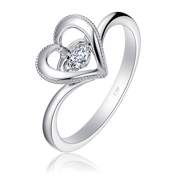 【钟情】周大福怦然心动白色18K金镶钻石戒指