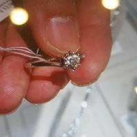 周生生钻石戒指