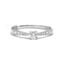 六福珠宝  金Au750钻石戒指077J1567388