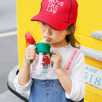 杯具熊儿童学饮杯带吸管背带水壶宝宝防摔幼儿园卡通宠物恐龙水杯